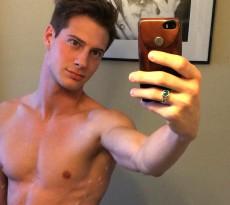 Jordie Sexy Selfie Featured